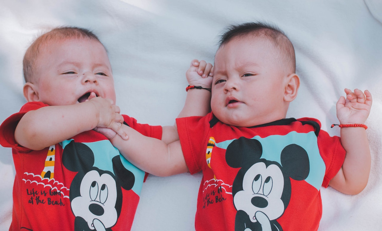 Know the Facts About Having a Natural Twin Birth